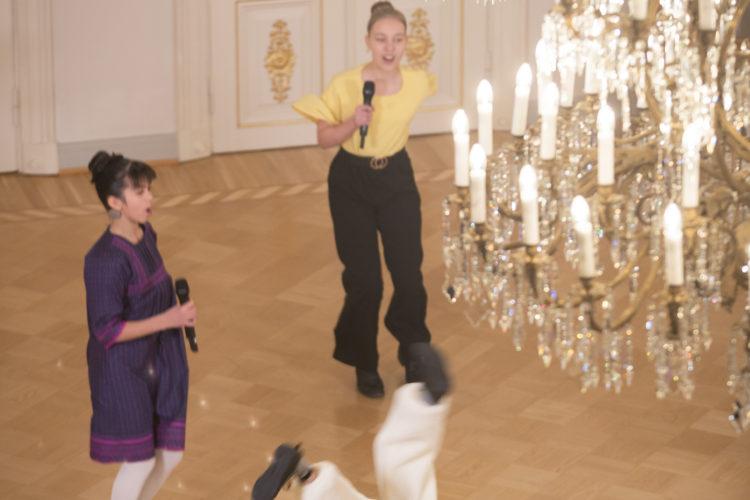 Biolapset uppträder i Presidentens slott på självständighetsdagsfesten. Foto: Juhani Kandell/Republikens presidents kansli