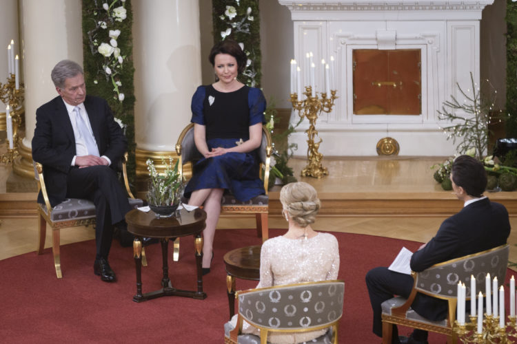 Presidentparet intervjuas av konferenciererna på Yle. Foto: Juhani Kandell/Republikens presidents kansli