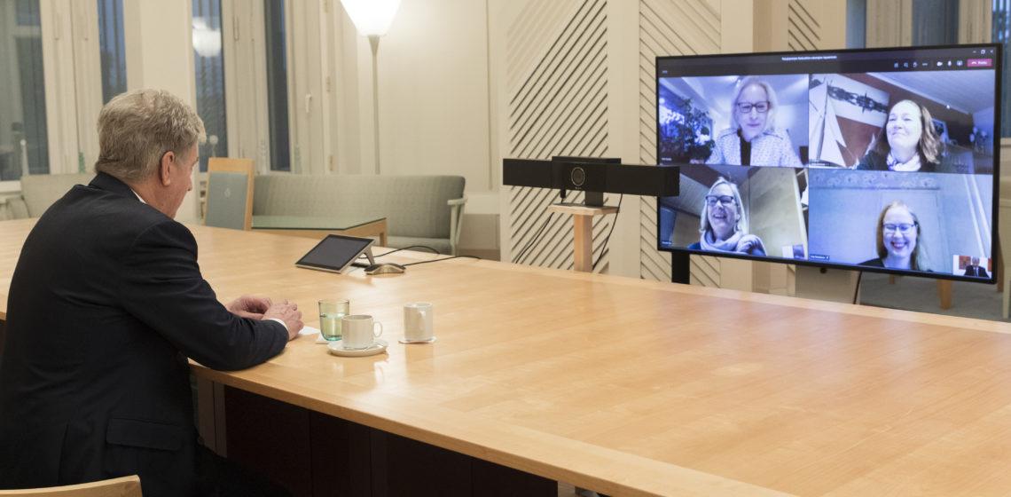 Presidentti Niinistön ja Naisjärjestöjen Keskusliiton edustajien etätapaamisessa keskusteltiin tasa-arvosta. Kuva: Jon Norppa/Tasavallan presidentin kanslia