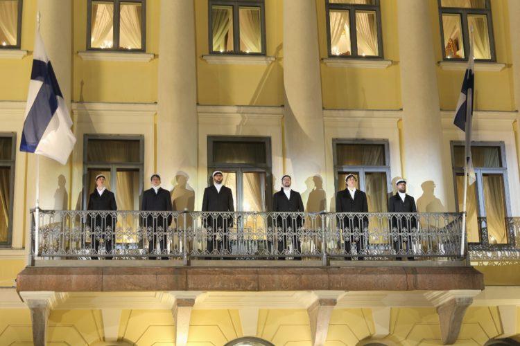 Ylioppilaskunnan Laulajat esiintymässä Presidentinlinnan parvella itsenäisyyspäivän juhlassa. Kuva: Juhani Kandell/Tasavallan presidentin kanslia