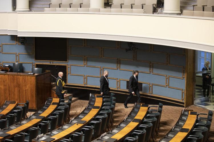 Republikens president lämnar riksdagens plenisal. Foto: Hanne Salonen/Riksdagen
