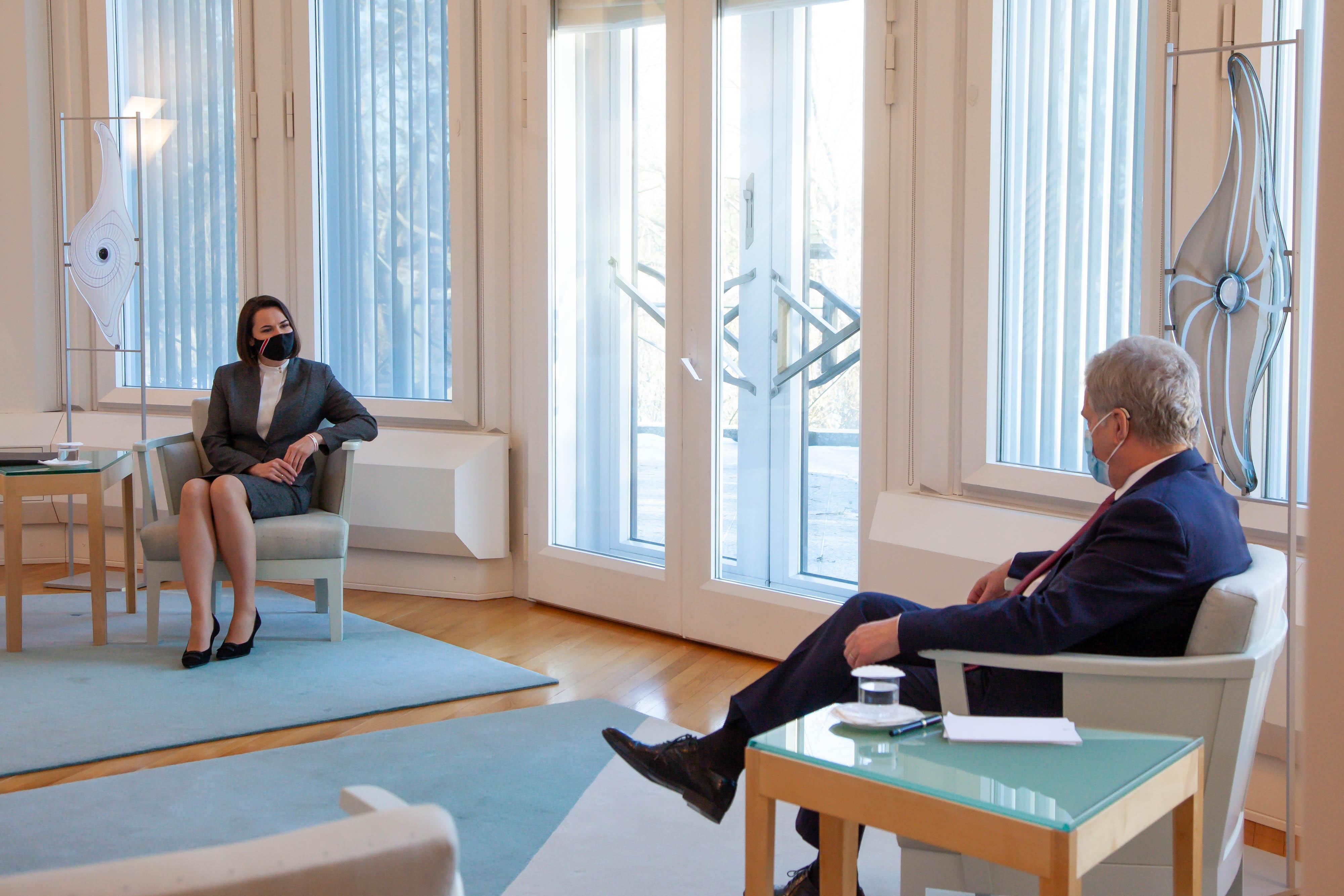 Tasavallan presidentti Sauli Niinistö tapasi Valko-Venäjän opposition johtohahmon Svjatlana Tsihanouskajan tiistaina 2. maaliskuuta 2021 Mäntyniemessä.