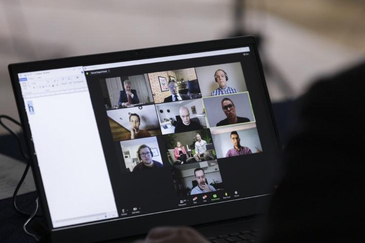 LUT-yliopiston opiskelijat ja presidentti Niinistö keskustelivat mm. ilmastonmuutoksen torjumisesta 26.4.2021. Kuva: Matti Porre/Tasavallan presidentin kanslia