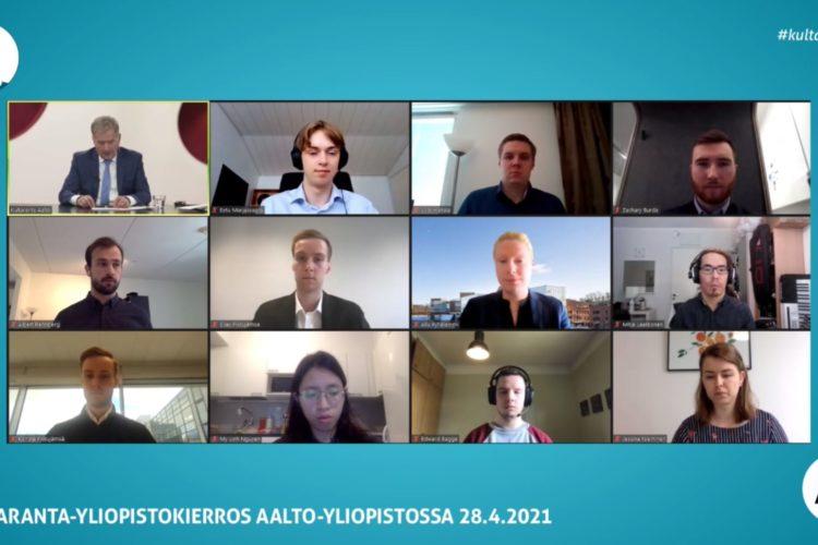 Kultaranta-keskustelukierroksen viimeisessä tilaisuudessa Aalto-yliopiston opiskelijat keskustelivat presidentti Niinistön kanssa mm. opiskelijoiden asemasta ja rahapolitiikasta. Kuva: Tasavallan presidentin kanslia