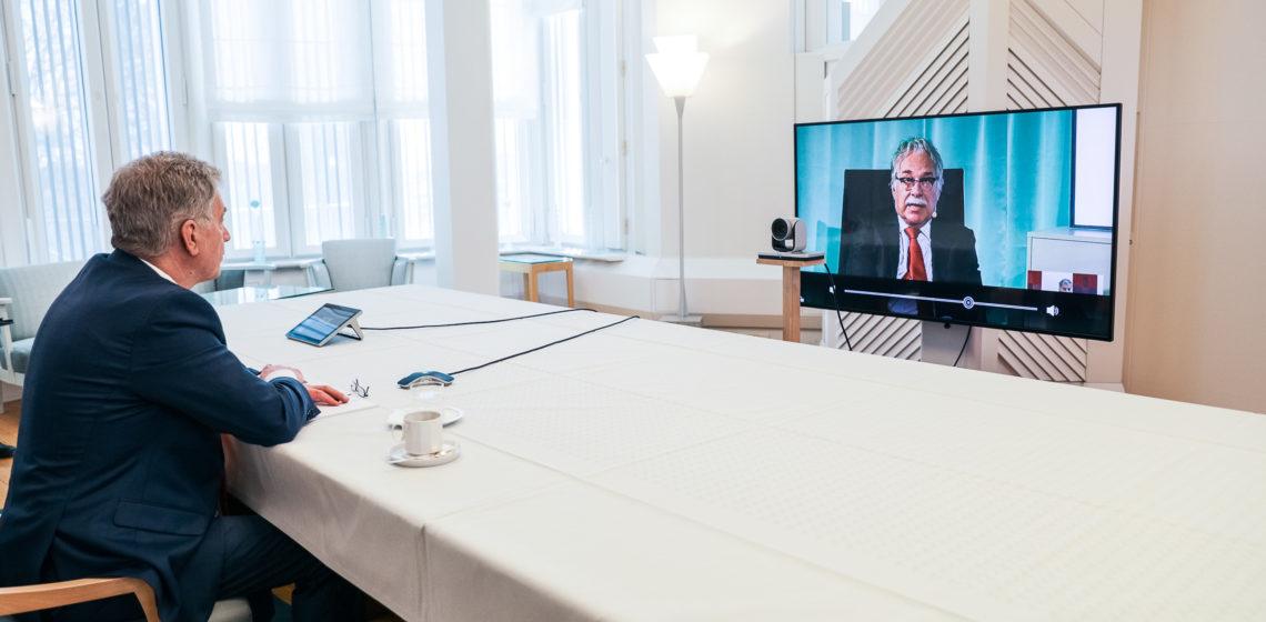 Republikens president Sauli Niinistö i diskussion med styrelsen för East Office den 29 april 2021. Foto: Matti Porre/Republikens presidents kansli