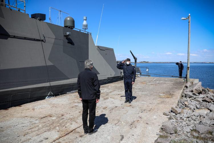 Örossa presidentti Niinistö tutustui peruskorjattuun Hamina-luokan ohjusveneeseen PGG Tornioon. Kuva: Jouni Mölsä/Tasavallan presidentin kanslia