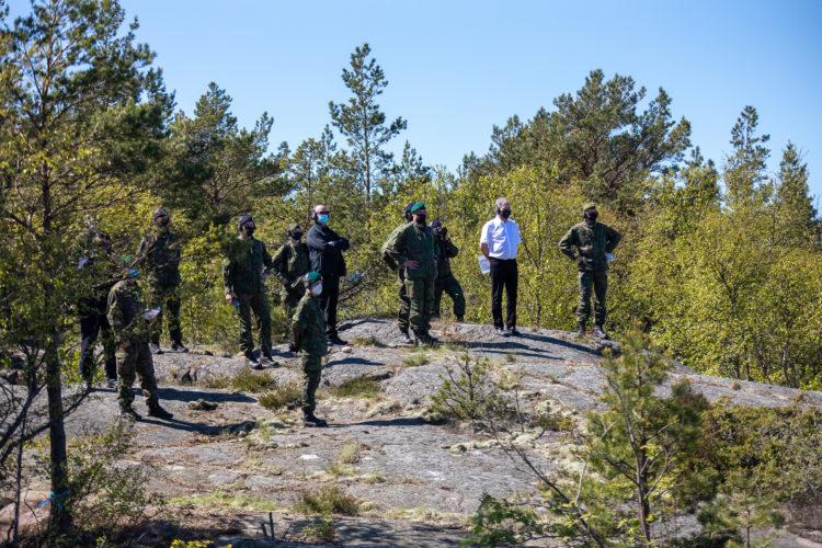 Merivoimien tarkastus alkoi Russaröstä. Presidentti Niinistö seurasi Ritva21-harjoituksen ammuntoja merivartiotornista ja Rauma-luokan alusten meritorjuntaohjusammuntoja. Kuva: Combat Camera/Puolustusvoimat