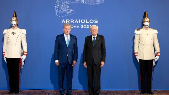 Italian presidentti Sergio Mattarella otti presidentti Niinistön vastaan Quirinalen palatsissa. Kuva: Quirinale