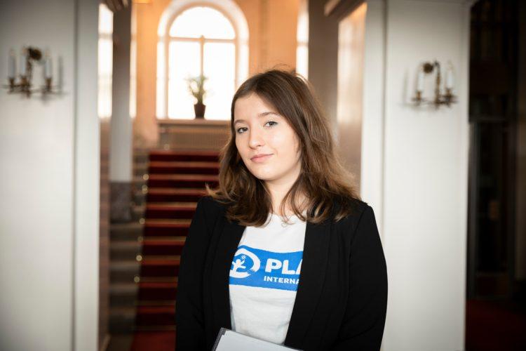 Nella Salminen tutustui myös Presidentinlinnaan 6.10.2021. Kuva: Jon Norppa/Tasavallan presidentin kanslia