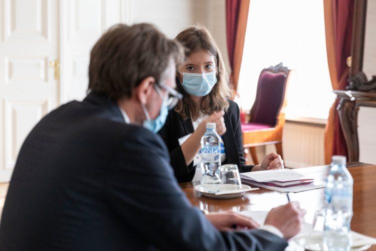 Nella Salminen tapasi tasavallan presidentin kabinetin jäseniä 6.10.2021. Kuva: Jon Norppa/Tasavallan presidentin kanslia