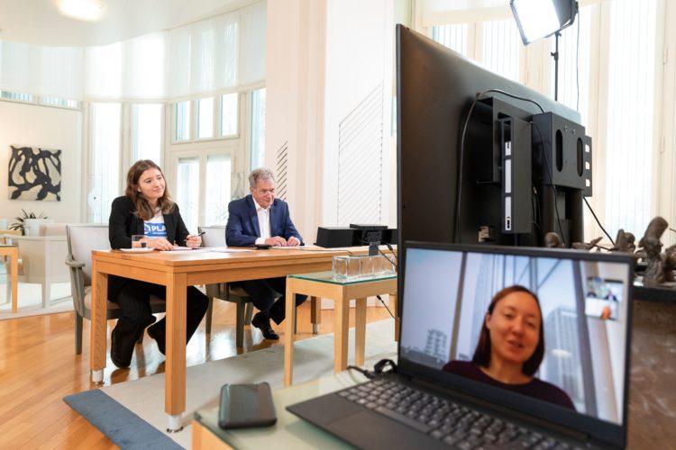 Tasavallan presidentti Sauli Niinistö ja Nella Salminen keskustelemassa #ReutersIMPACT-tilaisuudessa 6.10.2021. Kuva: Jon Norppa/Tasavallan presidentin kanslia